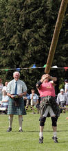 Old_Meldrum_Fyvie_130_Tossing_the_Caber