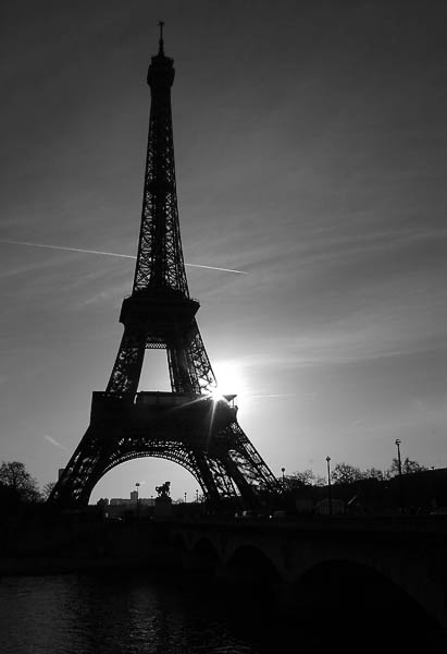 Paris_Eiffel_Tower_931
