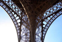 Paris_Eiffel_Tower_933